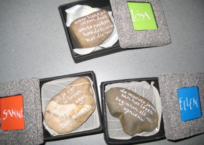 gepersonaliseerd doosje met wens op steen